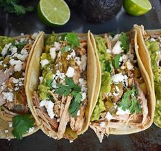 Slow cooker pork cooked in orange juice, lime juice, jalapenos, chilies and spices. Taco topped with guacamole and cilantro. Pork Recipes, Mexican Food Recipes, Chicken Recipes, Cooking Recipes, Healthy Recipes, Diet Recipes, Mexican Menu, Mexican Salsa, Pork