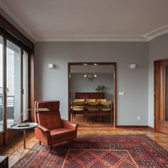 Architecture studio Atelier In Vitro took a nostalgic approach to the renovation of three apartments in an old building in Porto, by restoring parquet and marble floors, and adding mid-century furniture. Retro Apartment, Apartment Renovation, Apartment Design, Apartment Living, Home Interior Design, Interior Architecture, Craftsman Interior, Interior Colors, Cafe Interior