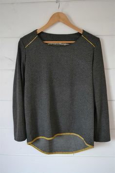 Mon premier Moëlleux (Aime Comme Marie) Plus Pull Beige, Aime Comme Marie, Diy Clothes, Clothes For Women, Sweatshirt Makeover, Diy Vetement, Couture Sewing, Couture Tops, Fashion Sewing