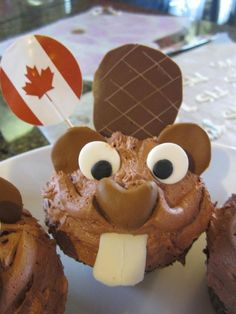 Take out Canada flag and we got ourselves a Bucky beaver cupcake :-) Not low carb maybe he can be adapted he is just so cute eh? Canadian Party, Canadian Food, Canadian Recipes, Cupcake Cakes, Cupcakes, Cupcake Art, Canada Day Party, Yummy Treats, Yummy Food