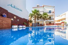 Alkionides Seaside Hotel || Alkionides Seaside Hotel is located 800 metres from Platanias Square and features an outdoor pool and a private beach area. Free WiFi is available in public areas.