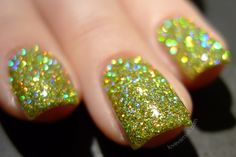 F.U.N Lacquer Mistletoe Kiss Christmas 2014 swatches review