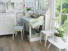 Cute little desk....Pünktchenglück