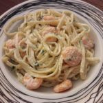 Γαριδομακαρονάδα με λευκή σάλτσα Greek Recipes, Italian Recipes, Cookbook Recipes, Cooking Recipes, Prawn Fish, Seafood, Recipies, Spaghetti, Food Porn