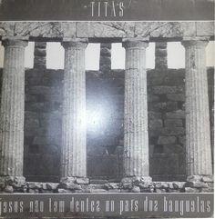 Quarto álbum de estúdio da banda brasileira de rock Titãs, lançado em 1987 pelo selo WEA. Bem como seu predecessor, Cabeça Dinossauro, foi produzido por Liminha e teve o uso de experimentações com música eletrônica. Sua gravação ocorreu no estúdio Nas Nuvens, no Rio de Janeiro, e durou pouco mais de dois meses. Embora com influências do funk rock, o disco não perdeu seu cunho social, tratando apenas de problemáticas diferentes das abordadas por seu antecessor.  Foi lançado em 1987, com…