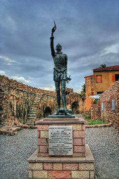 Estatua de Cervantes en el puerto de Napaktos (Lepanto)