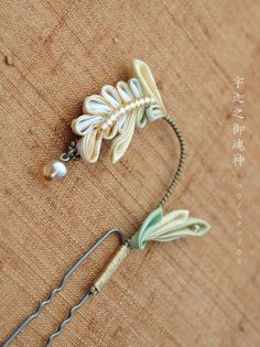 Japanese hair accessory for kimono by Himeko つまみ細工「宇迦之御魂神 Ukanomitama no kami」 This is a Japanese traditional crafts that use the silk, is a hair ornament and Accessories was designed flowers. ●silkartHIMEKO facebookpage https://ja-jp.facebook.com/himekosilkart ●silkart HIMEKO URL http://www.himeko-silkart.com/ #tsumami #japan #handmade #art #craft #pretty #cute #hairaccessories #DIY #flowers #silk #kanzashi