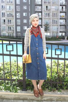 Vintagonista: denim midi dungarees dress, mustard satchel, brogues and turban hijab