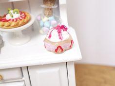 Strawberry miniature cake