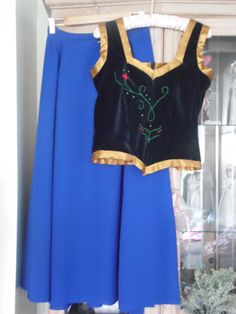 Anna from Frozen cosplay 2 piece outfit Adult Anna Costume, Anna Frozen Costume, Adult Disney Costumes, Couple Halloween Costumes For Adults, Costumes For Women, Disney Cosplay, Frozen Cosplay, Woman Costumes, Couple Costumes