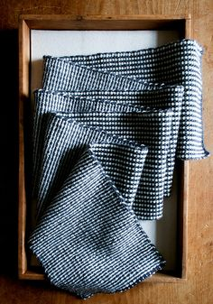 Laura's Loop: Reversible Stripe Scarf by the purl bee, via Flickr This is created with two slip stitch patterns. Frer.