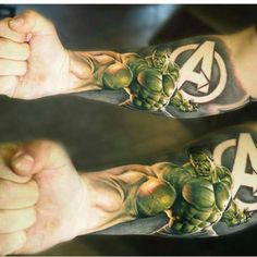 Tattoos #04: 25 Novas Imagens da Cultura Pop #tattoo #tatuagem #hulk #vingadores #avengers #comicstattoo #tattoogamer #superherotatoo #geektattoo #nerdtattoo #PipocaComBacon