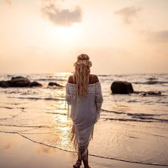 Bohemian beach wedding inspiration by goamoon.ru