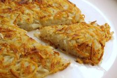 Four seasons of food: Pommes paillasson (grated potato pancake) I Love Food, Good Food, Yummy Food, Potato Dishes, Potato Recipes, Vegetarian Recipes, Cooking Recipes, Healthy Recipes, Food Porn