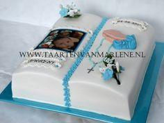 Dooptaart boek met foto en bloemstukjes