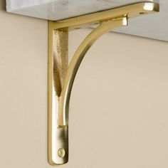Polished Brass Shelf Bracket wouldnt this look great with a marble shelf? Glass Display Shelves, Gold Shelves, Floating Glass Shelves, Glass Shelves Kitchen, Shelf Brackets Design, Brass Shelf Brackets, Decorative Shelf Brackets, Kitchen Hardware Trends, Decorating Blogs