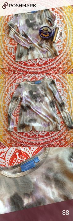 Abstract purple and gray longsleeved tee This beautiful top spoke to me and reminded me of one of your Monet's paintings. This shirt is in great condition and I has only been worn a few times. It has a tiny bit of pilling and that is the only flaw. The brand is simply vera by vera wing Simply Vera Vera Wang Tops Tees - Long Sleeve