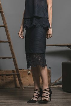 LACE DETAILED PENCIL SKIRT