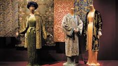 When it comes to iconic party dresses, there are few silhouettes to rival the one created by Spanish designer Mariano Fortuny y Madrazo His 1907 one-piece, silk-pleated long dress, inspired by Greek statuary and dubbed the Delphos, Greek Chiton, Palais Galliera, Textile Dyeing, Velvet Scarf, Kimono Design, Textiles, Museum Exhibition, Exhibition Ideas, Spanish Artists