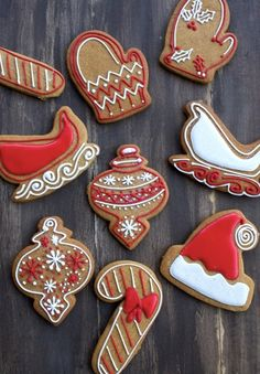 Red and White Decorated Gingerbread Christmas Cookies / Biscuits / Galletas. Gingerbread Man Cookies, Iced Cookies, Cookies Et Biscuits, Holiday Cookies, Holiday Treats, Holiday Recipes, Gingerbread Recipes, Decorating Gingerbread Cookies, Gingerbread Houses