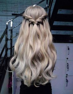 Awesome And Trending Hairstyles Ideas 2018 - frisuren - cheveux Romantic Hairstyles, Box Braids Hairstyles, Pretty Hairstyles, Hairstyle Ideas, Simple Hairstyles, Natural Hairstyles, Hairstyle Short, Spring Hairstyles, Modern Hairstyles