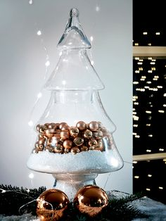 Create an easy seasonal display with a glass Christmas tree jar Christmas Tree Jar, Mini Christmas Tree Decorations, Christmas Trends, Christmas Tree Design, Christmas Colors, White Christmas, Christmas Crafts, Merry Christmas, Mince Pies