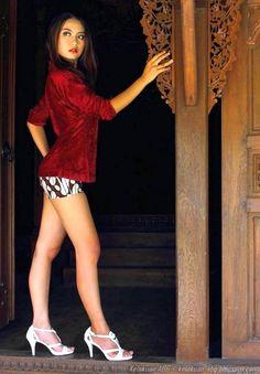 Model Seksi dan Mulus Dengan Hotpant Batik | KELAKUAN ABG
