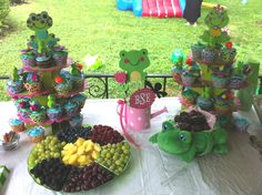 Party decorations for a girls frog themed birthday party