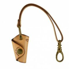 KEY HOLDER - Natural PRODUCT FEATURES: •Can fit up to 4 household keys •Compact, single snap, stitch-less design •Made from a single piece of thick saddle leather •Comfortable for hand and pocket use •Can be attached to belt loop or around your wrist
