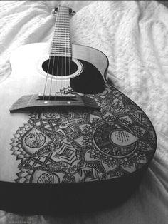 Henna designs on a guitar Ukulele Art, Guitar Chords, Guitar Diy, Guitar Solo, Cello, Black Acoustic Guitar, Acoustic Guitars, Girly M, Guitar Painting