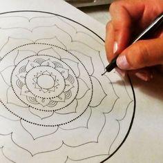 Recuerda que éstos patrones son formas de la misma vibración energética en distintas frecuencias. Un mensaje codificado de manera visual. Todo eso es lo que se transmite en un mandala. Por ello son tan poderosos. C.V.