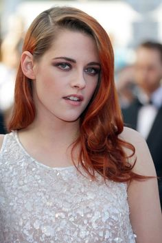 Side-swept waves and smoky eye make-up for the Cannes Film Festival.