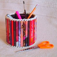 Porta lápis com material reciclado! Faça vc tb essa boa ação!