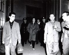 Love the King! Elvis Presley : Arriving at Ottawa's Union Station on the morning of April 1957 Most Beautiful Man, Gorgeous Men, Scotty Moore, Elvis Collectors, Young Elvis, Elvis Presley Photos, Memphis Tennessee, Hollywood Star, Graceland