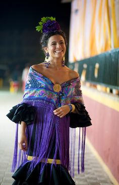 Spanish style – Mediterranean Home Decor Spanish Fashion, Spanish Style, Gypsy Dresses, Indian Dresses, 70s Fashion, Timeless Fashion, Effortless Chic, Folk Costume, Shades Of Purple