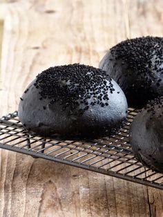 Bun's noir de Gontran Cherrier {encre de seiche et graines de nigelle}