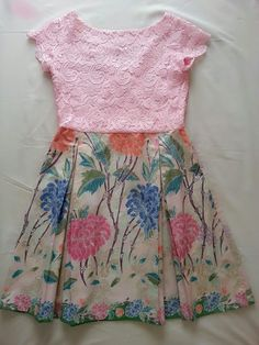 lacey plus batik. Blouse Batik, Batik Dress, Little Girl Dresses, Girls Dresses, African Fashion, Kids Fashion, Dress Brukat, Batik Kebaya, Dress Anak
