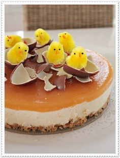 God ide til påskekaken Easter Cheesecake, Cheesecake Desserts, Delicious Desserts, Dessert Recipes, Sweet Bakery, Sweet Pastries, Easter Dinner, Cake Decorating Tips, Easter Recipes