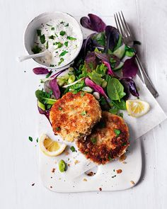 Replacing some of the breadcrumbs with oats gives these fishcakes a secret weapon. Oats have a lower glycaemic index so they're digested slowly, helping us sustain energy for longer ~ perfect especially when ur kids run u ragged! Endive Recipes, Fish Recipes, Seafood Recipes, Cooking Recipes, Healthy Recipes, Jucing Recipes, Mackerel Recipes, Fishcakes, Good Food
