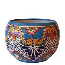 love the colours in these pots. They'd be perfect on my window in the kitchen for herbs. (Beauty Mexican Pottery Design for Garden Accessories, Pots by Anthar Bowl Pot) Mexican Clay Pots, Mexican Ceramics, Painted Plant Pots, Painted Flower Pots, Mexican Home Decor, Mexican Art, Mexican Style, Mexican Patio, Talavera Pottery