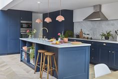 Planning a kitchen extension? Real home: a Victorian mid terrace gets a striking open-plan kitchen extension Small Open Plan Kitchens, Open Plan Kitchen Dining Living, Kitchen Diner Extension, Open Plan Kitchen Diner, Living Room Kitchen, New Kitchen, Kitchen Island, Vintage Kitchen, Paris Kitchen