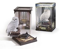 The Noble Collection Harry Potter Magical Creatures: Hedwig. Part of the Harry Potter Magical Creatures series - Collect them all! Officially authorized by Warner Brothers. Removable cover and creature. Hedwig Harry Potter, Harry Potter Laden, Cumpleaños Harry Potter, Harry Potter Merchandise, Harry Potter Jewelry, Harry Potter Birthday, Boutique Harry Potter, Harry Potter Action Figures, Noble Collection Harry Potter