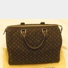 Pre-loved Authentic Louis Vuitton speedy 30 Pre-loved Louis Vuitton monogram cloth fabric speedy 30. Inside good condition. Corners were repaired. 100% authentic. Comes with lock NO key NO dustbag or box. Please feel free to ask any questions. Plenty of life left. Smoke and pet free home. Louis Vuitton Bags Satchels