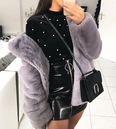 #coat #autumn #style #fashion #women #outfit #winter #luxury #cosy #classy #crueltyfree #clothing #fur #faux #warm #fall #lookbook #trend #coldweather #vegan Fall Outfits, Cute Outfits, Fashion Outfits, Womens Fashion, Cosy Winter Outfits, Style Fashion, Instagram Outfits, Instagram Fashion, Grey Faux Fur Coat