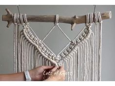 Macrame Supplies, Macrame Projects, Macrame Wall Hanging Patterns, Macrame Patterns, Quilt Patterns, Instruções Origami, Rope Crafts, Creation Deco, Macrame Cord