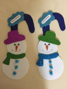 In this DIY tutorial, we will show you how to make Christmas decorations for your home. Carnival Decorations, Christmas Door Decorations, School Decorations, Christmas Crafts For Kids, Diy Crafts For Kids, Christmas Diy, Arts And Crafts, Paper Crafts, Christmas Ornaments