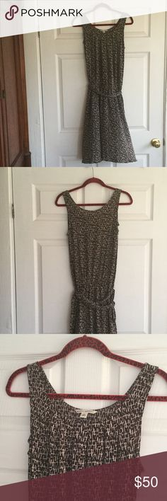 Banana Republic - Silk Linen Dress Excelente condition. Make an offer and no trade. It is 43 inches long Banana Republic Dresses