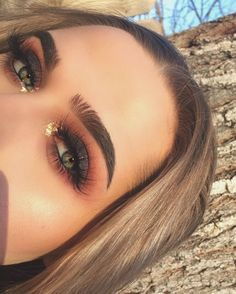 How To Apply Mascara Perfectly Like A Pro (Without Smudging)? Cat Eye Makeup Apply mascara Perfectly PRO Smudging Make-up Schritte natürlich Smokey Eye Makeup Look, Natural Eye Makeup, Eye Makeup Tips, Skin Makeup, Makeup Products, Beauty Makeup, Makeup Ideas, Makeup Tutorials, Makeup Brushes