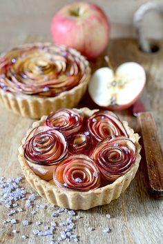 La tarte aux fleuers de pomme. An irresistible apple tart beautifully presented. Recipe in French.