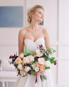 "Brooke Keegan Special Events on Instagram: ""This bouquet! || Photo: @braedonflynn || Floral: @foxtail_florals || Dress: @kleinfeldbridal || Beauty: @1011makeup || Venue: @theharperoc…"" Special Events, Florals, Bridal, Wedding Dresses, Bouquets, Palette, Romance, Beauty, Instagram"